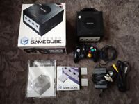 NINTENDO GAMECUBE CONSOLE BOXED WITH 5 X RESIDENT EVIL GAMES EXCELLENT CONDITION