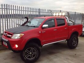2006 TOYOTA HILUX MONSTER TRUCK D/C 2.5 D4-D INVINCIBLE MANUAL 4X4 RED++ONE OF A KIND!!! ++
