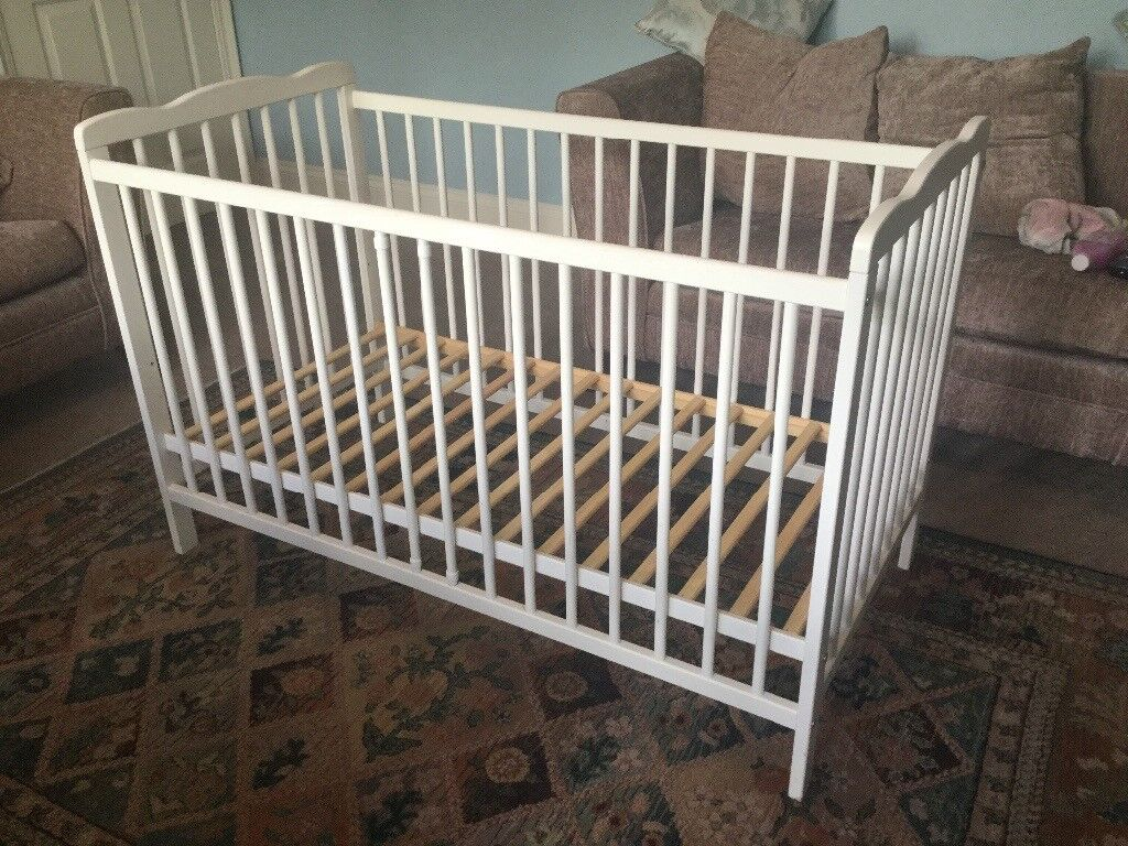White Child's Cot 3 Adjustable Heights No mattress H32.5in/83cm W49in/125cm D25.5in/65cm