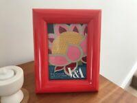 V&A quality photo frame. Red. 13x18cm