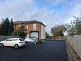 ONE BEDROOM FLAT*PRIVATE ROAD*VERY CLOSE TO COSELEY TRAIN STATION*OFF STREET PARKING