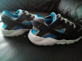 Toddler 7.5 Nike hurrachies