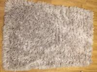 Fluffy grey rug like new