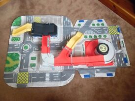 ELC Big City carry along toy car road mat can attach to ELC Big City Garage or use independently