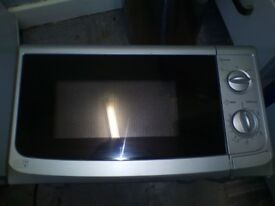 Microwave Oven 750 Watts 17 Litre Capacity - Good Clean Condition and Full working order