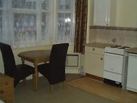 Single bedsit in Caversham Road - 10 min walk to Reading town centre & mainline railway station