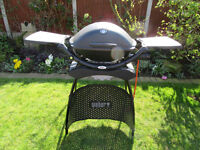 Webber Q22oo BBQ With Stand and Thermostat Control