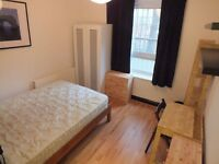 Lovely Double Room Available Now - 1 stop from Bank Station
