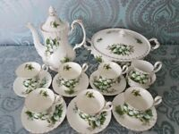 Royal albert Trillium tea set 16 pieces