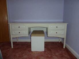 White Schreiber dressing table