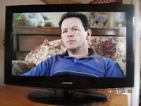 """SAMSUNG 32"""" LCD TV FREEVIEW HD READY HARDLY USED IN EXCELLENT CONDITION £85. ONO"""