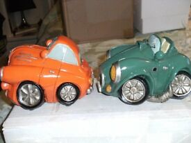 SET OF 2 CERAMIC COMIC CAR ORNAMENTS (Brand new & Boxed)