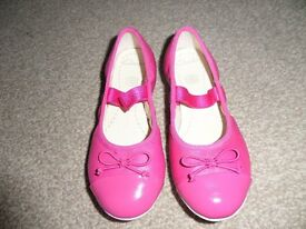 Brand New, never used - Girls pink Clarks shoes 10.5F