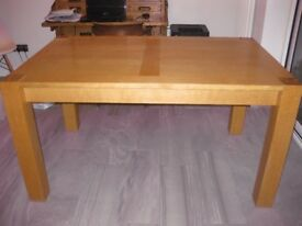 Rectangular Oak dining table for sale (140cm x 90cm) Excellent condition