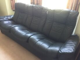 Leather 3 seater settee, 2 armchairs & 3 footstools
