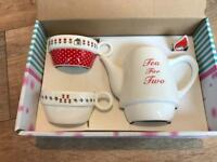 Teapot and two teacups gift set
