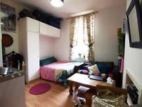 A well presented studio/ 1 Bedroom flat close to Finsbury Park Tube