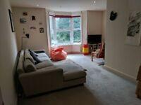 Large double bedroom, Angel/Highbury Upper St, 1min walk to tube (Bills included)