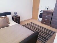 COUPLES Ensuite Room 5 MINS WALK to watford Junction All Bills Included