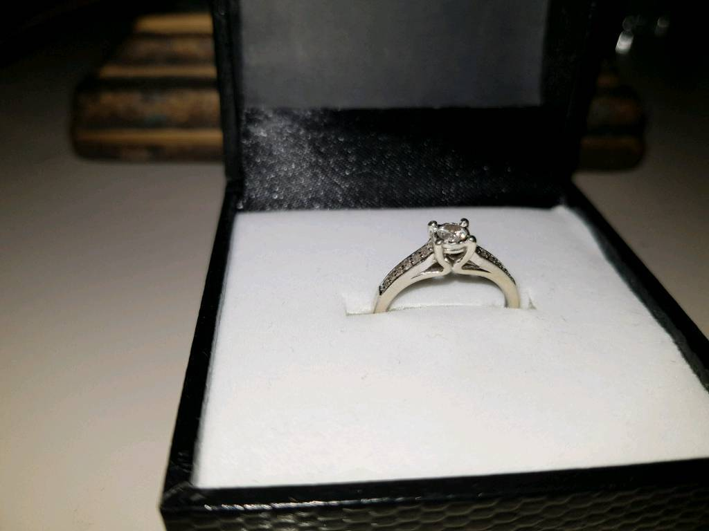 9ct white gold and diamond ring size L Warren James ring