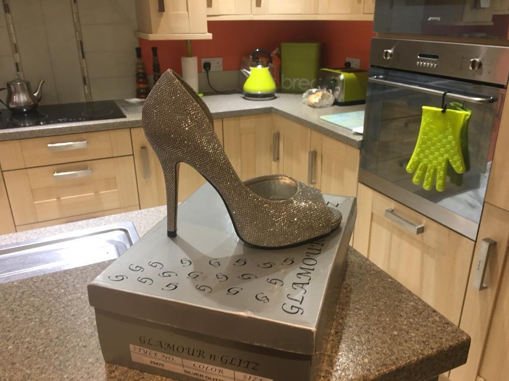 Silver heels uk 5 £10