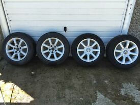 Alloy wheels with winter tyres