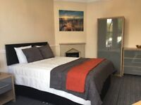** 3 Rooms in the best house in Weston **