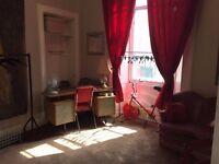 Huge & Central Double Room to Rent For Edinburgh Fringe