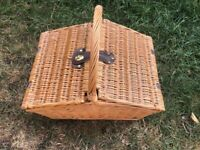 Beautiful and fully equipped picnic hamper