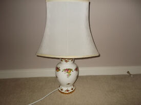 ROYAL ALBERT TABLE LAMP. BONE CHINA ELECTRIC LIGHT. OLD COUNTRY ROSES.