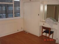 **MUST SEE** LARGE 3 BEDROOM HOUSE W/GARDEN, 10 MINUTES WALK FROM THORNTON HEATH STATION!!