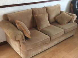 Simply great QUALITY suite in EXCELLENT condition
