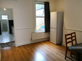 3 bedroom house in Silvermere Road, London, SE6 (3 bed) (#1143559)
