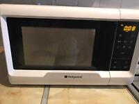 HOTPOINT 700W MICROWAVE, ONLY 5 MONTHS OLD HARDLY USED