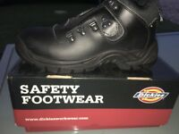 Dickes hiker boots size-7