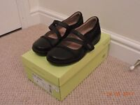 Ladies Clarks Mary Jane Velcro Flat Leather Shoes the Style Evianna Crown- W Size UK 5
