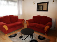 2 female University students looking for 2 others to join them in a 4 bed townhouse, victoria st