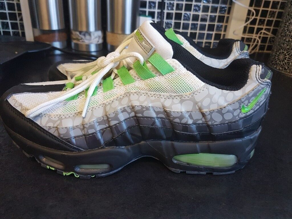 be3a51aca2131 MENS NIKE AIR MAX 95 UNUSUAL COLOUR BLACK/GREY/WHITE/LIME GREEN,PEBBLE  PATTERN. USED. £20