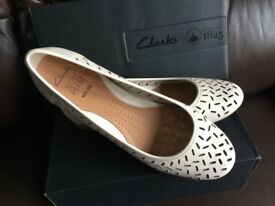Clarkes Ladies Active Air wide fit cream leather Ballet pumps size 7 1/2 E in Box