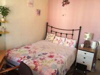 Light, clean double room in end of terrace house in Roath