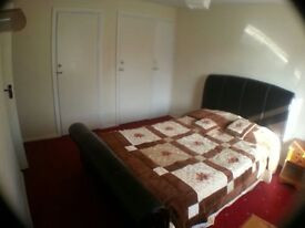 Beautiful & Spacious house has big double room including bills & wifi internet close to trainstation