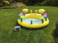 Children's inflatable paddling pool and pump