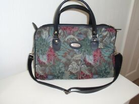 Shilton patterned bag / holdall