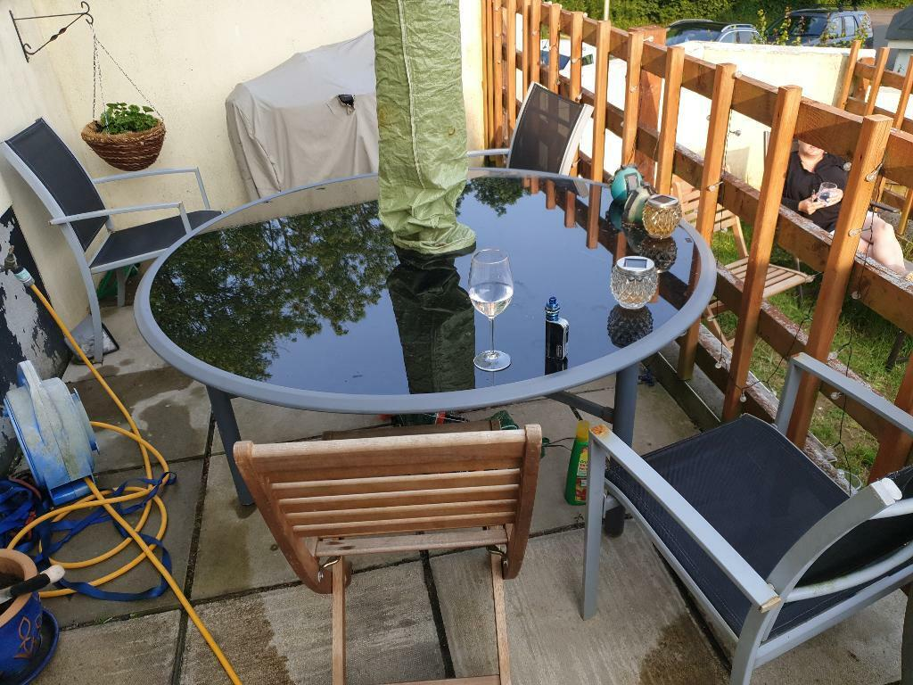 Surprising Round Outdoor Glass Top Table And 3 Chairs In Ivybridge Devon Gumtree Interior Design Ideas Pimpapslepicentreinfo