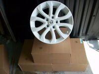 Genuine Nissan Juke white 17 inch alloy wheels(Qashqai,Pulsar,Leaf)5x114.3