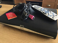 SKY HD+ BOX DIGITAL FREEVIEW FREESAT CHANNELS SKY PLUS 500GB BOX WITH POWER AND HD REMOTE CONTROL