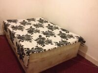 Nice Double room in east London for holiday close to Stratford station