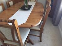 Extending real wood dinning room table and 6 chairs.