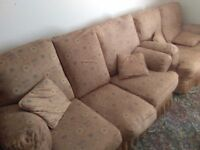 Very Good Quality 3 and 2 piece lounge suite