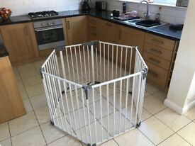 Play pen / safety gate